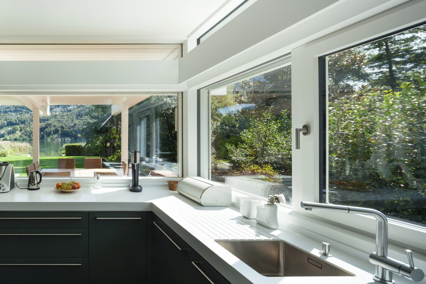 Horizontal Sliding Window display